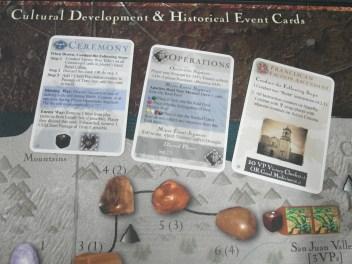 卡牌由左而右:儀式、行動、歷史事件