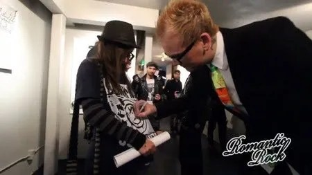 [Matt Skiba with fan at Punk Rock & Paintbrushes Holiday Art Show 2016]