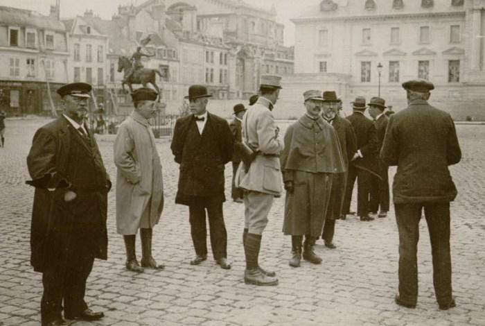 Le 30 septembre 1916 : mission parlementaire française (MM. Le Roy, de Wendel, Lefas, Deguise, Charpentier, Foucher)
