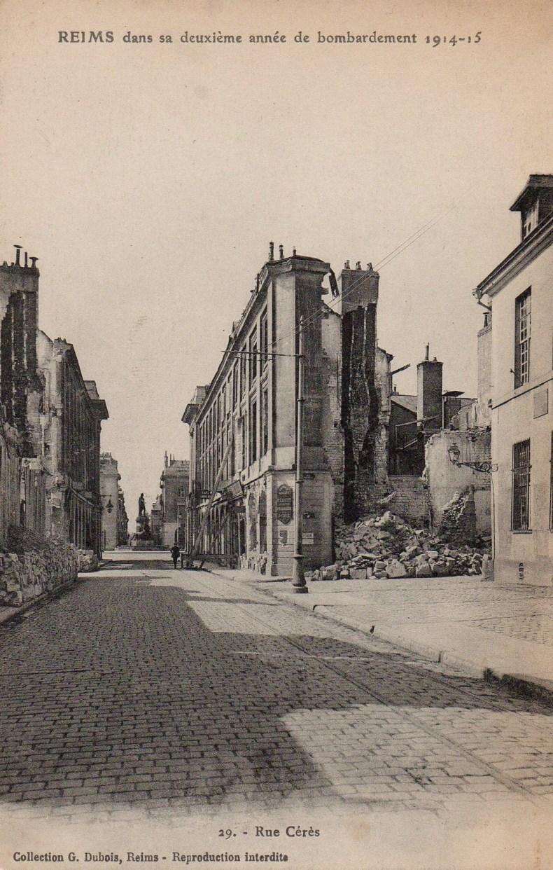 Rue Cérès, vers la place Royale