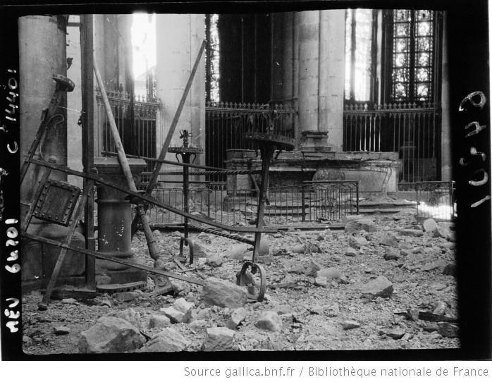 interieur-de-la-cathedrale-l-autel-du
