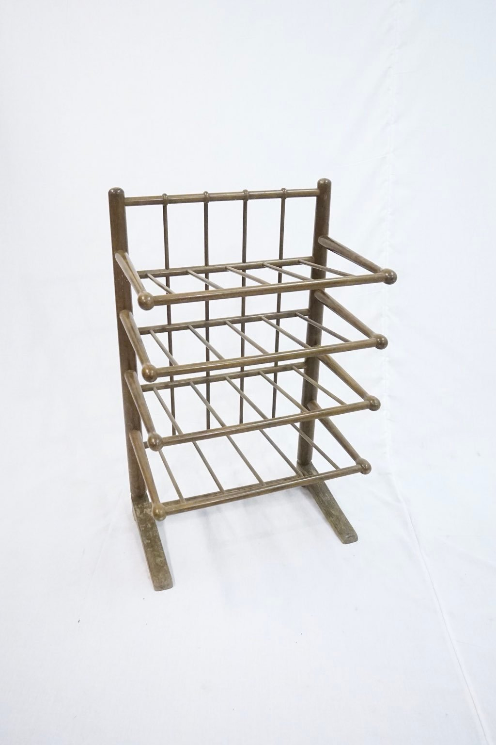 Frits Henningsen magazine rack for Andreas Tuck : Price upon request