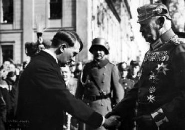 Bundesarchiv_Bild_183-S38324,_Tag_von_Potsdam,_Adolf_Hitler,_Paul_v._Hindenburg