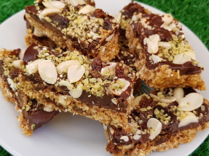 Chocolate oatmeal and nut energy bars