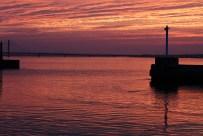 内浜堤防からの夕日1