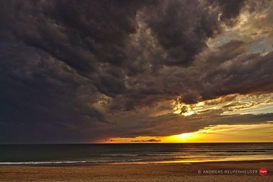 10d Sonnenuntergang gegen aufziehendes Gewitter
