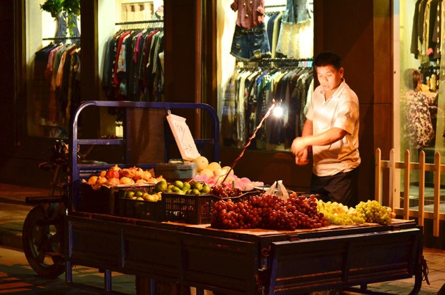 Evening fruit sale in the streets of Wuhan