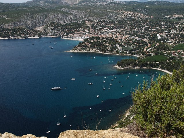 Overlooking the town of Cassis
