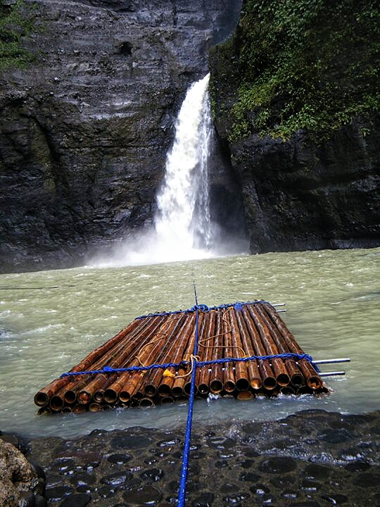 Raft in front of the Pagsanjan Waterfall