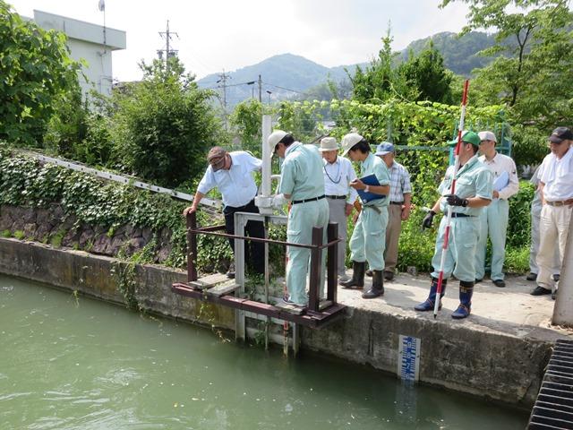 犀゛川本線取水口の手動式水門
