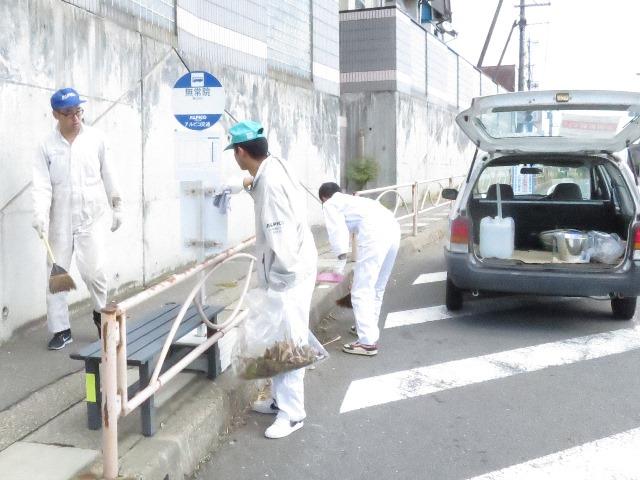 川バス支部のバス停清掃。伝統的な取り組みです。私は安茂里地区内の路線の清掃に参加。