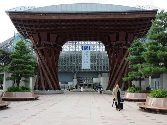 金沢駅のシンボル!鼓門&もてなしドーム