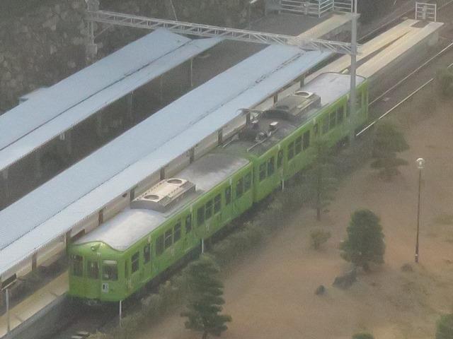 これもホテルから。琴平電鉄の高松駅です。