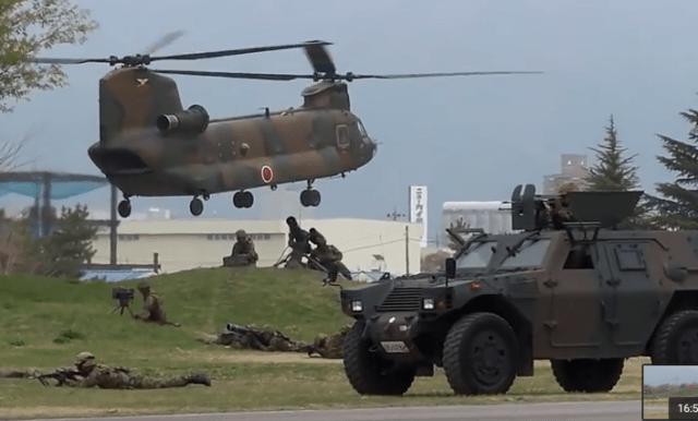 昨年の模擬戦闘訓練の様子。領地を奪回する作戦で戦闘行為が再現されます。