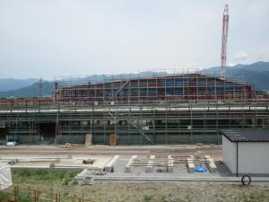 第四学校給食センター建設工事の現況。来年4月にはオープン予定だったのだが…。