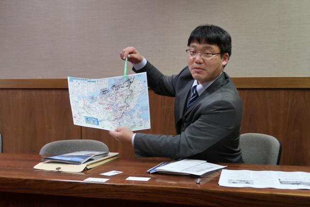 熱心に説明をいただきました。交通政策一筋!京丹後市の野木主任です。