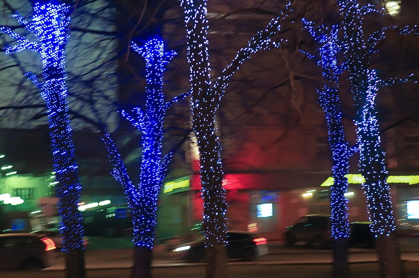 Holiday lighting by Tús Nua Lawn and Landscaping Oklahoma City