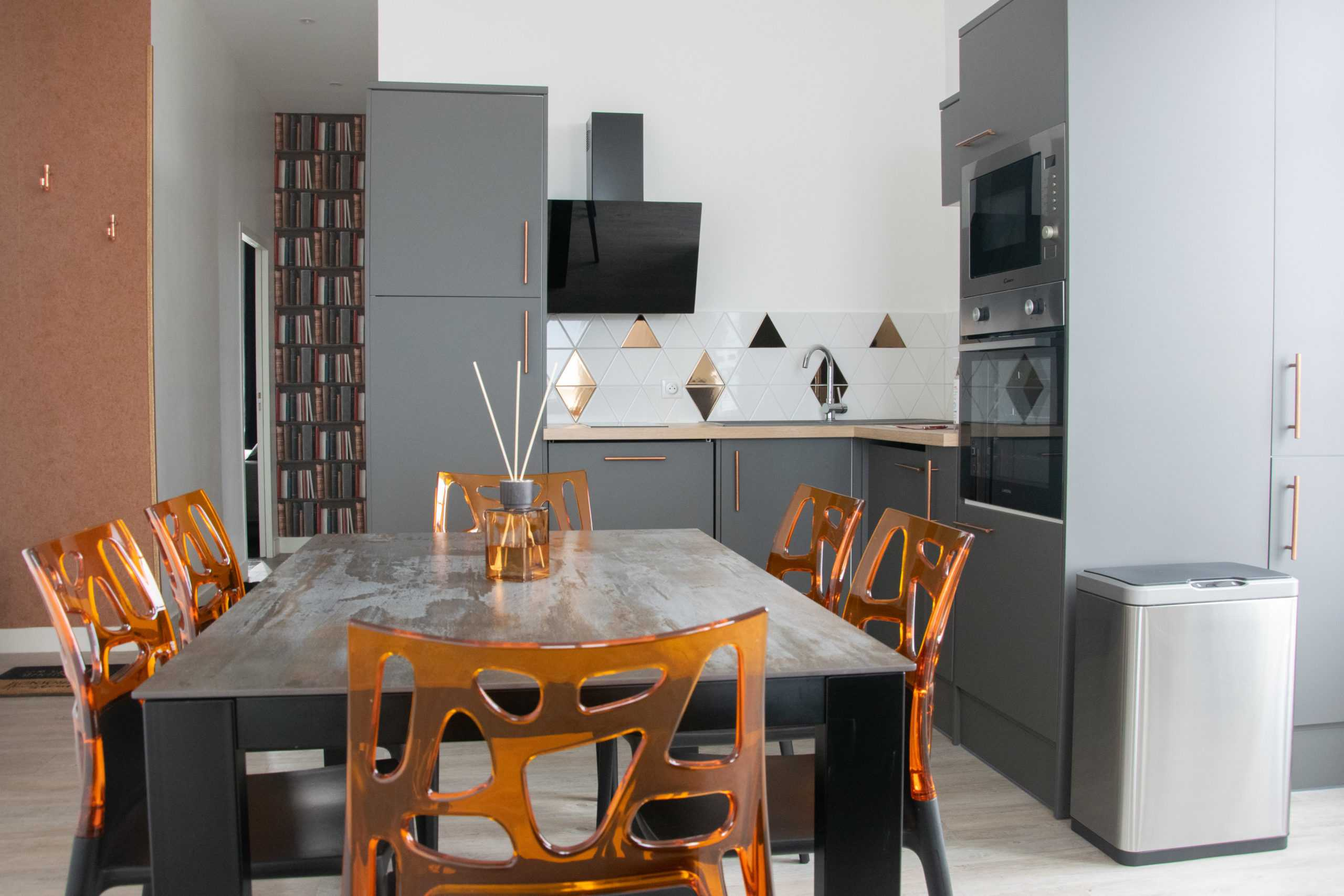 Appartement 15eme Droite Tour Perret - amiens tourisme - cuisine salle à manger