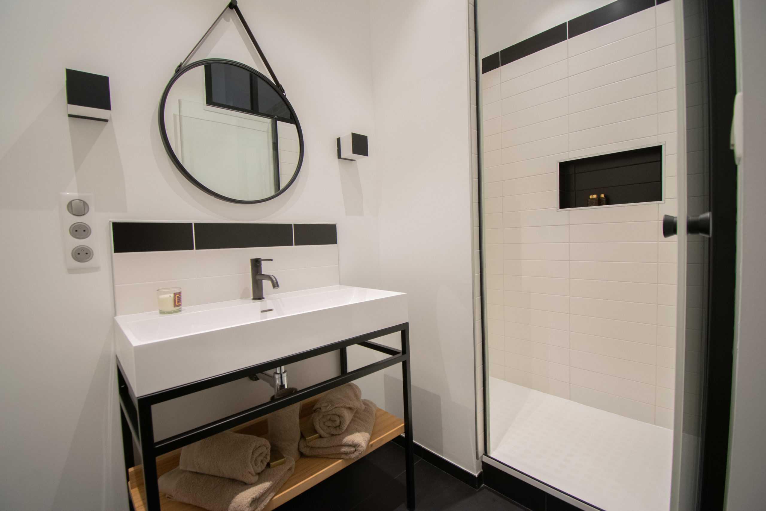 appartement_15eme_droite_tour_perret_amiens_tourisme_salle_de_bain_industrielle