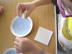 Colouring sugar paste.