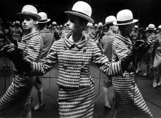 William Klein – Antonia Mirrors, Paris 1962