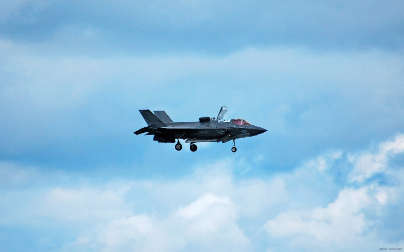 Lockheed Martin F-35B en vol stationnaire
