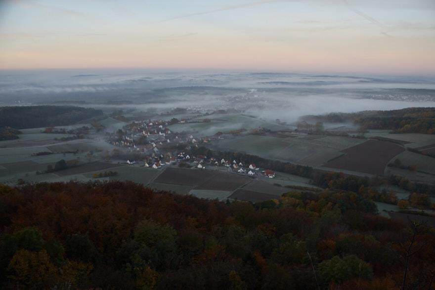 Sonnenaufgang am Glatzenstein Blick ins Tal