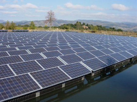 Floating_Solar_array_Thomas_Roche