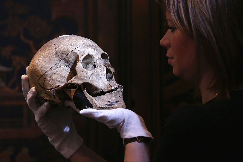 Skull of Neolithic women away from burial site;  Archaeologists are discovering the burial practices of the Stone Age