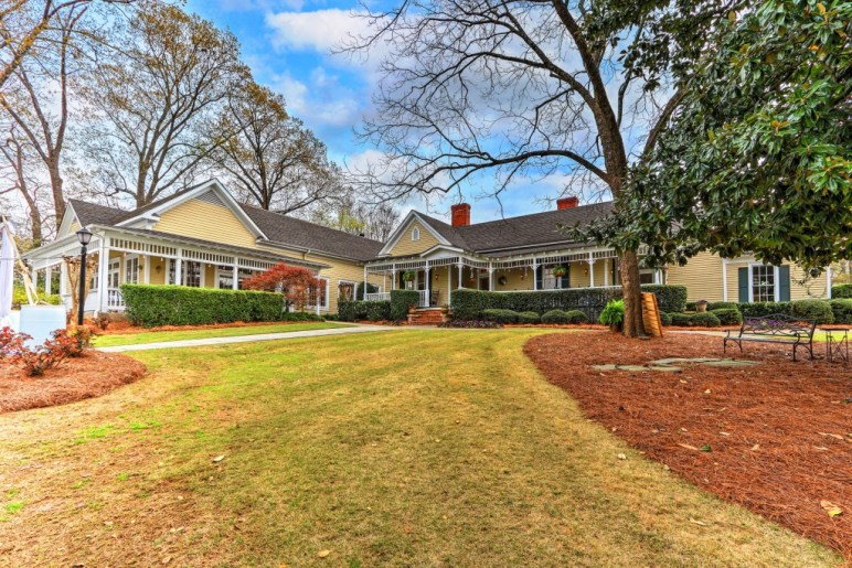 View 173 Carlyle House Historic Downtown Norcross