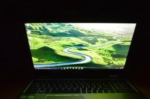 Acer Aspire R15 screen forward