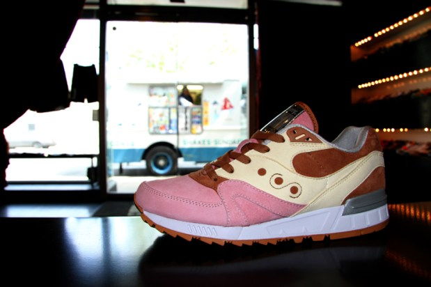 Saucony Shadow Master Space Snack x Extra Butter_14