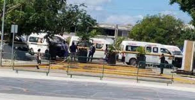 Se manifiestan chóferes de combis de Maya Caribe en Cancún