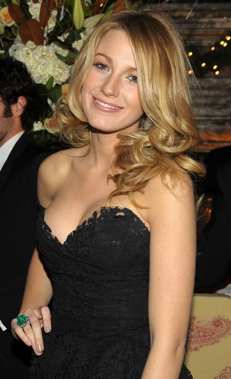 Blake Lively to star in 'Green Lantern'  'Gossip Girl' actress joins Ryan Reynolds in Warner Bros. film