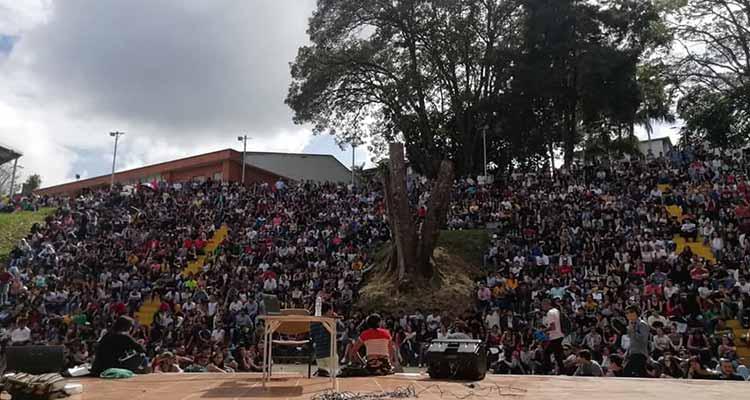 Estudiantes uniquindianos en Asamblea permanente y piden 8 semanas para terminar semestre