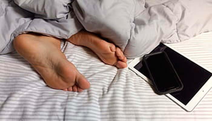 no dormir cerca de su celular