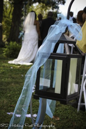 Black lanterns with blue sash