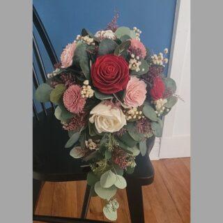 Classic Teardrop Cascade arrangement with reds, pinks, blush and natural colors  #weddingpackages #syracuseweddingflorist #rochesterweddingflorist #buffaloweddingflorist #centralnyflorist #1824_farmhouse_creations #solawoodflowers #2021wedding #covidwedding #syracuseweddingflowers #syracusesolawoodflowers #buffaloweddingflowers #rochesterestweddingflowers #centralnyweddingflowers #centralnyweddingflorist #fingerlankesweddingflowers #fingerlakesweddings #fingerlakesweddingflorist #turningstoneweddingflowers #dibblesweddingflowers #arlingtonarborweddingflowers #lakeshore1860 #1824fhc