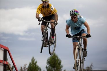 2013-jan-feb-1859-magazine-central-oregon-cyclocross-bend-halloween-cross-crusade-airing-out-the-flyover