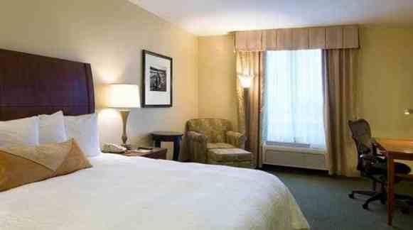 gi_guestroom_3_698x390_FitToBoxSmallDimension_Center
