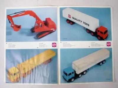 (via modernitymuscler) quality toys papier colle et camions