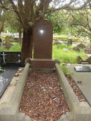 Elsie Smith's grave - before photo