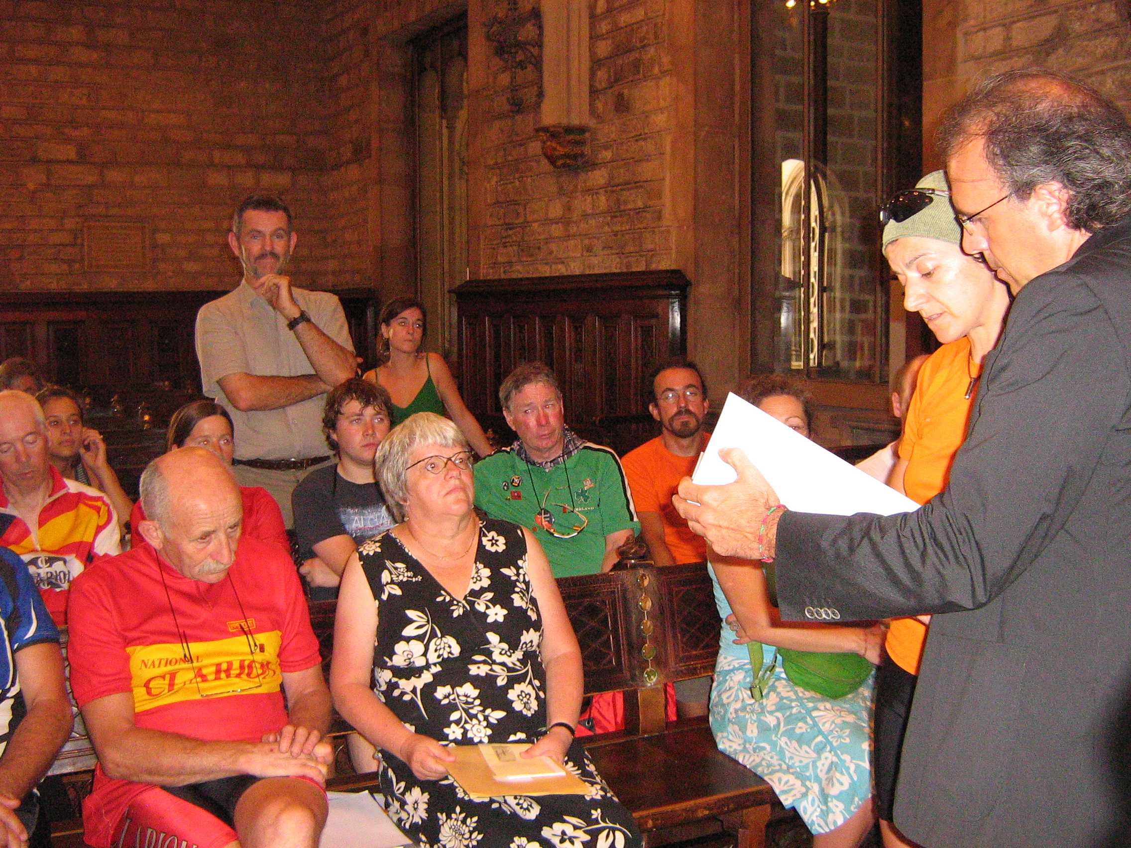 Anna Marti reading out the letter from the Mayor of Glasgow to the Alcalde of Barcelona