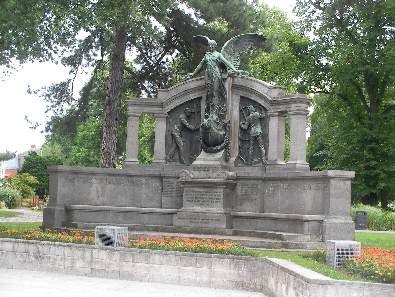 Titanic memorial opposite IB memorial