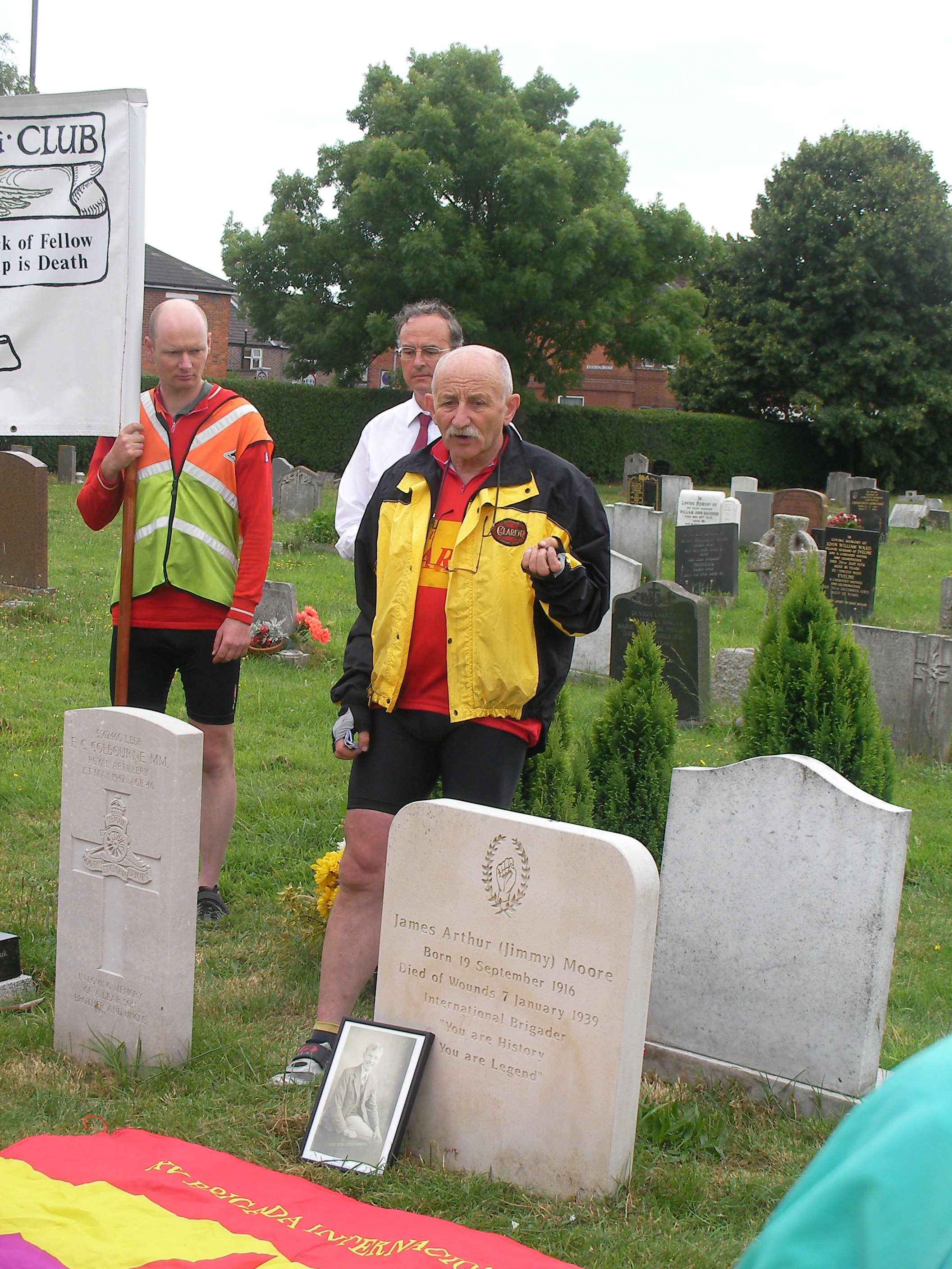 Charles Jepson speaking at Jimmy Miller´s grave