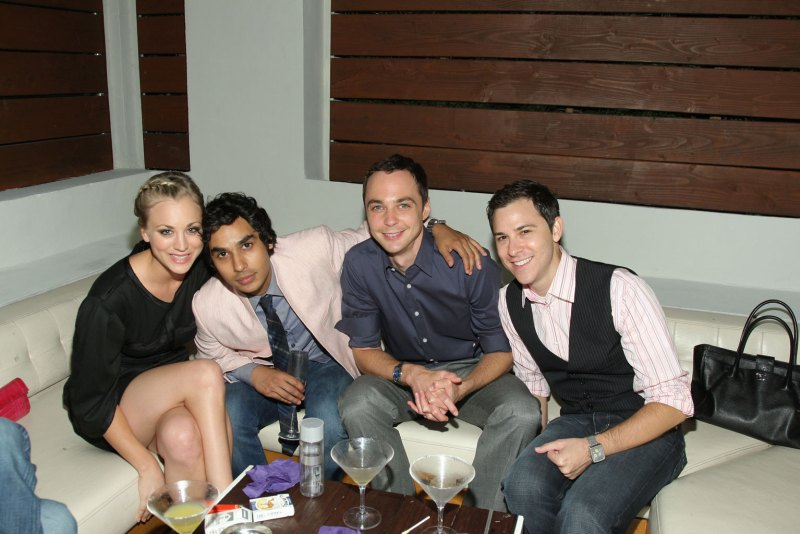 TBBT-cast-the-big-bang-theory-15235461-1535-1024