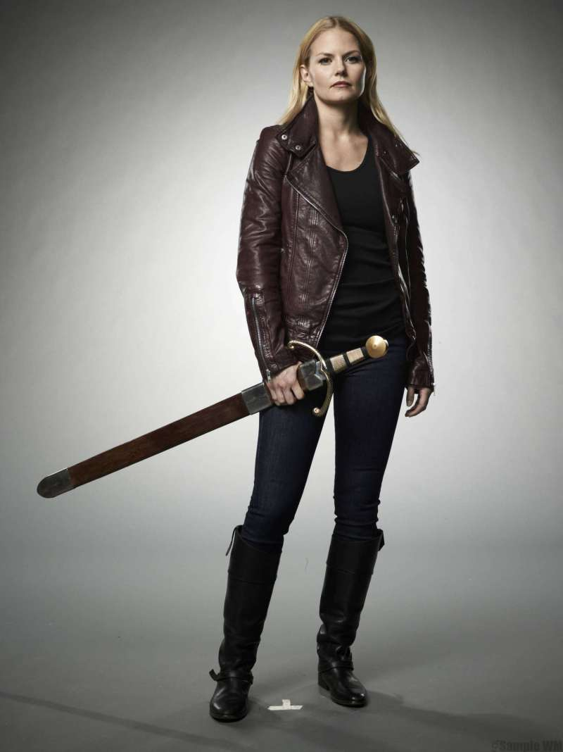 Jennifer-Morrison--Once-Upon-A-Time-Season-2-Poster-and-Promotional-Shoot--10