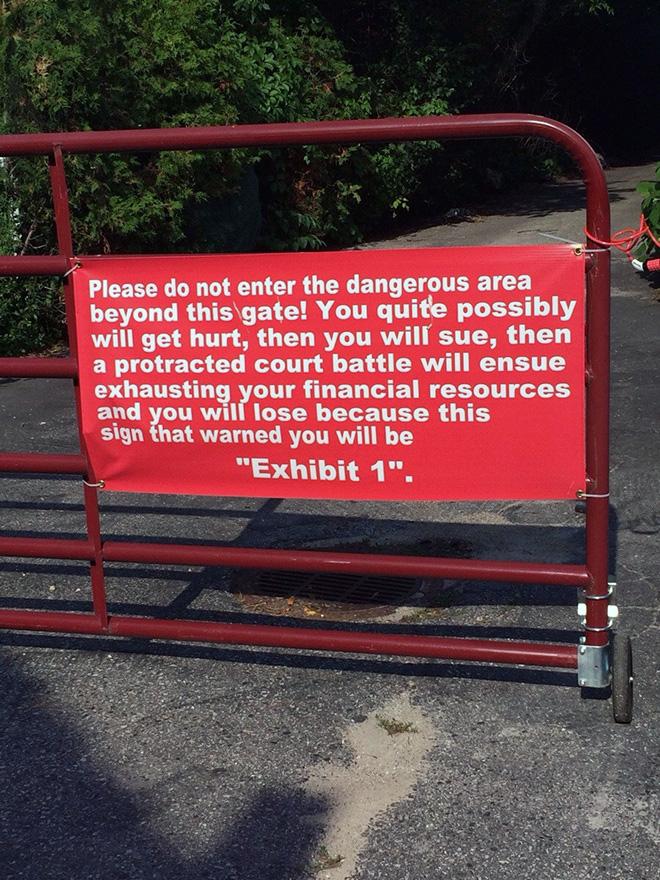 Hilarious warning sign.