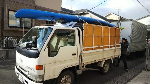 不用品の片付け、シーカヤックの運び出し作業 便利屋ユナイテットサービス