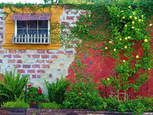 Фальш окно в стене